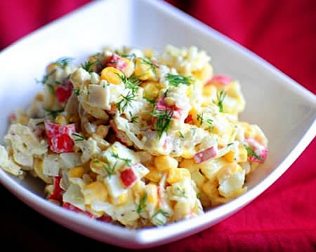 Крабовый салат с рисом и огурцом приготовить